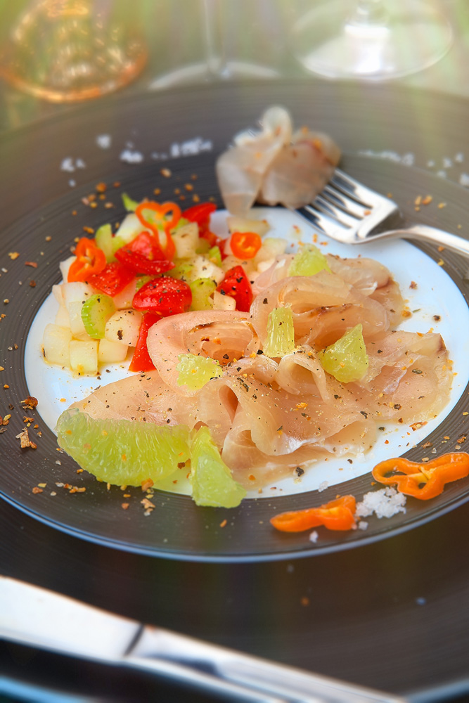 Carpaccio de marlin aux légumes frais